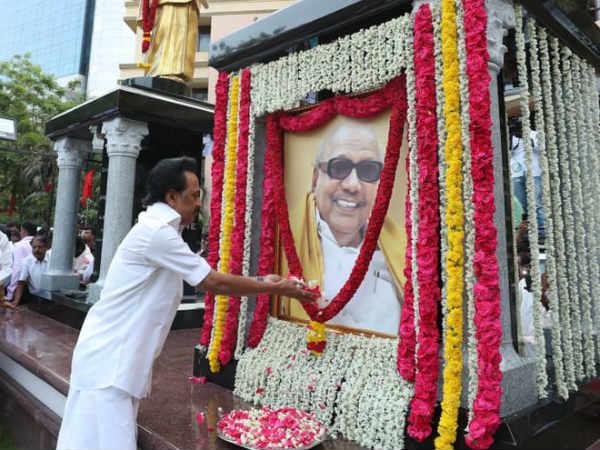 96-வது பிறந்தநாள்... கருணாநிதி சிலைக்கு ஸ்டாலின் மரியாதை- நந்தனத்தில் பிரமாண்ட பொதுக்கூட்டம்!