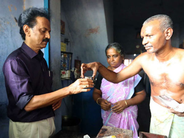 DMK Leader drink MK Stalin tea with Senthil Balaji and Jothimani in Aravakurich Main Road