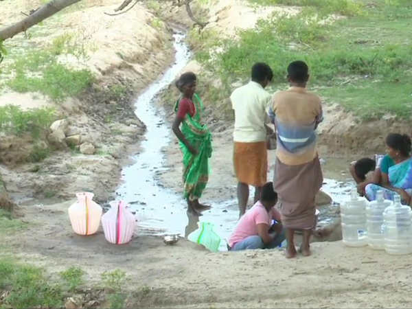 Peoples wandering for water near madurai.. karungalakudi villagers Seek the face of drought