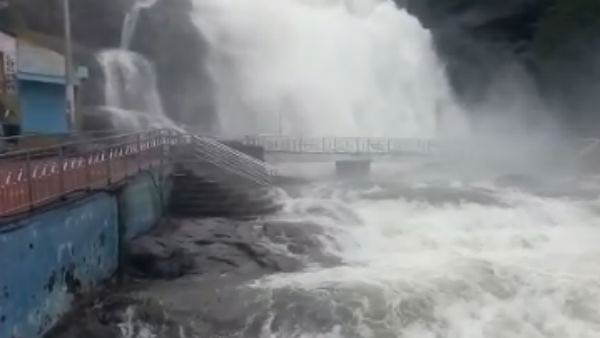 Flood in Courtallam Falls, Bathing is prohibited for tourists