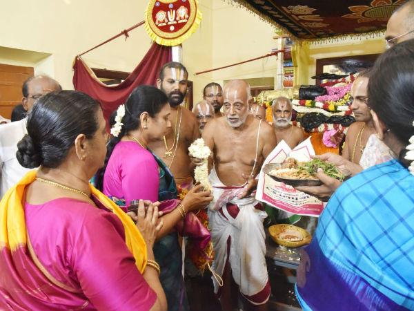 Durga Stalin prayed in Athi Varadar Kanchipuram