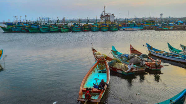Heavy Storm winds in the Mannar Gulf Bay area.. Rameshwaram fishermen barred from going to sea