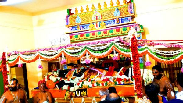 அலைமோதி அல்லோகலப்படும் பக்தர்கள்.. வசந்த மண்டபத்திலிருந்து ஷிப்ட் ஆகிறார் அத்திவரதர்