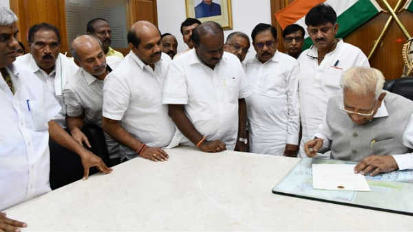 Karnataka Floor Test: Kumaraswamy meets Governor gives his resignation