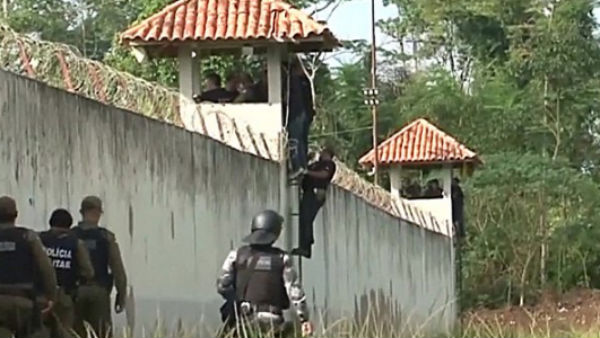 52 brazilian prisoners were killed in a horrific violence inside a prison