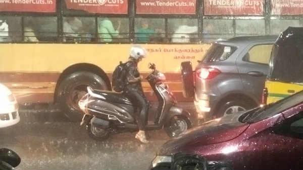 ஆஹா.. வந்திடுச்சுயா..  சென்னையில் கொட்டி வரும் கனமழை.. குளிருதுப்பா சென்னையில!