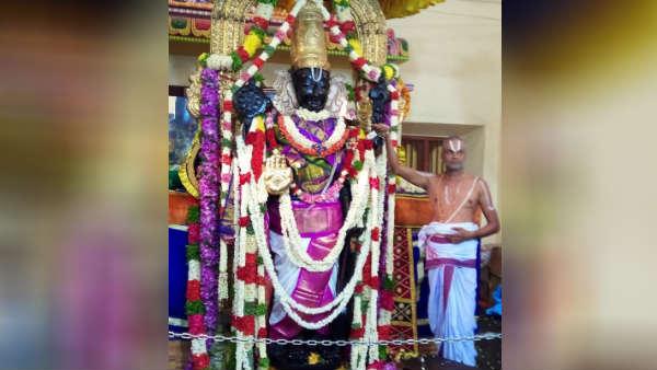 வண்ண வண்ண பட்டில் ஜொலித்த அத்திவரதர்