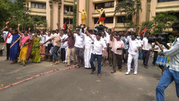 DMK party workers starting to celebrate over Vellore Lok Sabha election