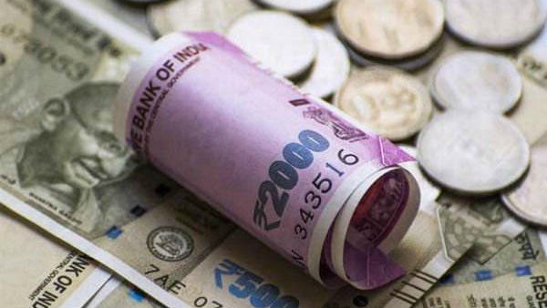 Rupee Declines to 72.08 vs US Dollar