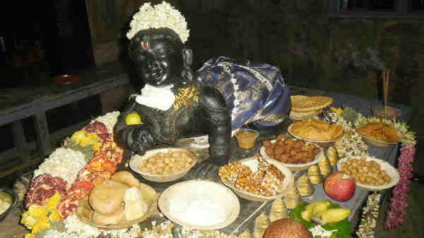 கிருஷ்ணன் வசீகரமானவன் - ராதைக்காக மயிலிறகை தலையில் சூடிய மன்னன்