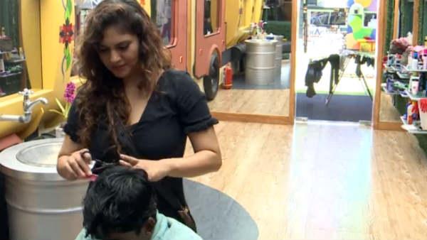 Bigg Boss 3 Tamil: ஹவுஸ் மேட்ஸுக்கு ஷெரீன் நல்லா முடி வெட்டிவிடுகிறார்! சூப்பர்!