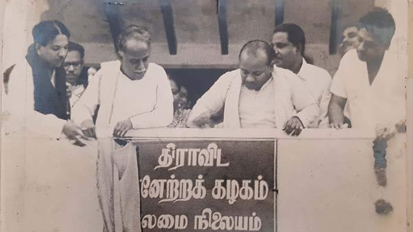 பேரறிஞர் அண்ணா யார்...? மக்கள் மனதை எப்படி வென்றார்...?   who is  c.n.annadurai? anna birthdayday special story - Tamil Oneindia