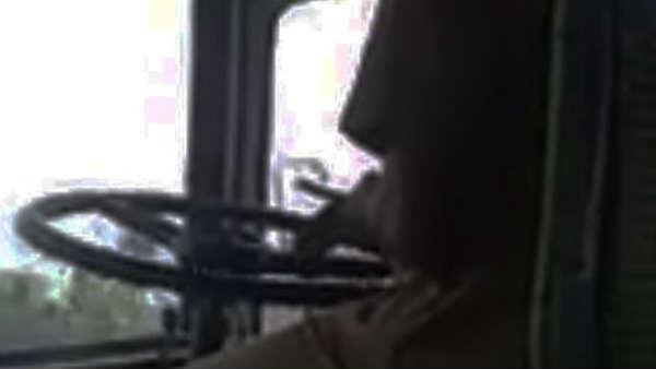 இது என்னங்க அநியாயமா இருக்கு.. ஹெல்மெட் அணியாத பஸ் டிரைவருக்கு அபராதம்