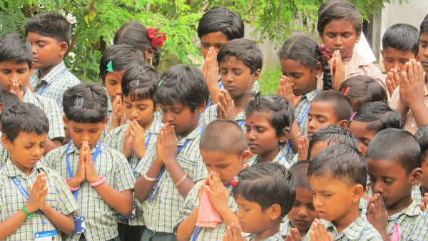 Devakottai School Students prayer about Vikram lander on moon