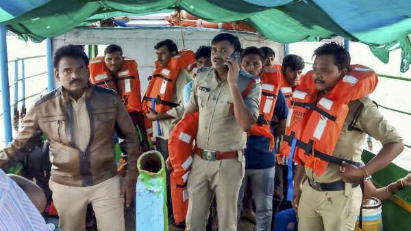 ஆந்திராவில் துயரம்.. கோதாவரி ஆற்றில் படகு கவிழ்ந்து விபத்து.. 11 பேர் பலி.. 30 பேர் கதி தெரியவில்லை