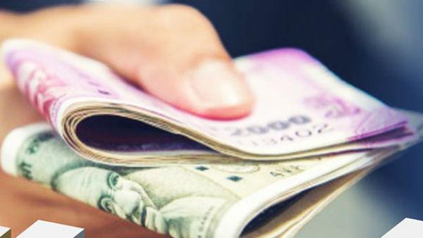 ஆரம்பிச்சிருச்சாம் பண மழை.. அது 5000 கொடுத்தா.. இது 10,000 தருதாம்..  தடதடக்கும் இடை தேர்தல் களம்!   Money Distribution in Vikkiravandi and  Nanguneri - Tamil Oneindia