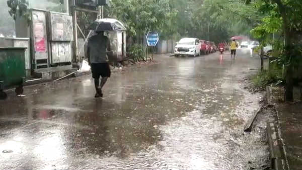 Heavy rain is likely to occur at isolated places over Tamilnadu: chennai Meteorological Centre
