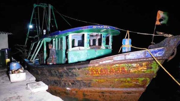 தமிழக மீனவர்கள் 5 பேர் இலங்கை கடற்படையால் கைது