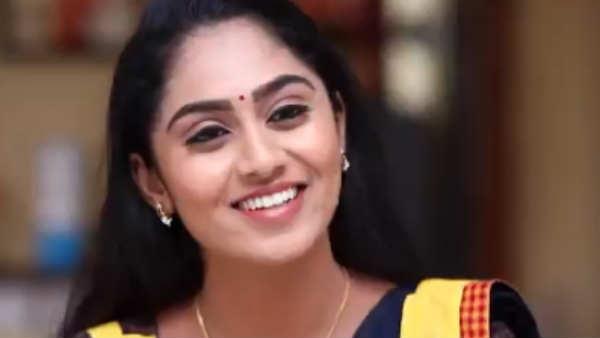 Ayudha Ezhuthu Serial: அம்மா அப்படி... பிள்ளை  இப்படி... அப்பா? அடங்கொப்பா....!