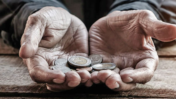 railway police finds Mumbai beggar, who died run over by train, had Rs 8.77 lakh in FDs, Rs 1.75lakh in coins stashed in his shanty