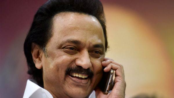 Stalin talking to vikravandi, nanguneri party executives on the phone