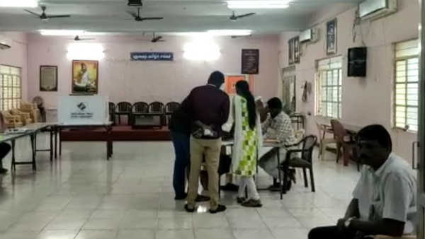 dull polling reported in puducherry due to rain