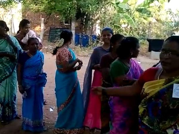 நாங்குநேரி, விக்கிரவாண்டி இடைத்தேர்தல் 2019 LIVE: விக்கிரவாண்டியில் 11 மணி வரை 32.54% வாக்கு பதிவு