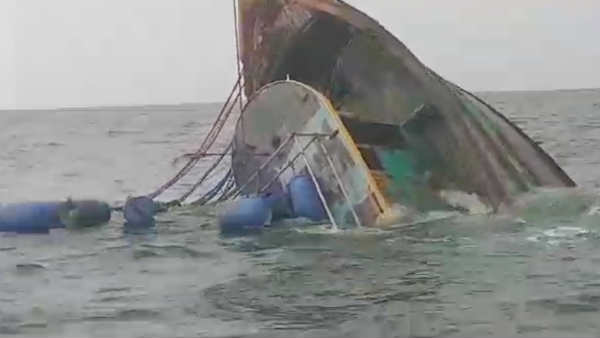fishing boat drowned in puducherry sea