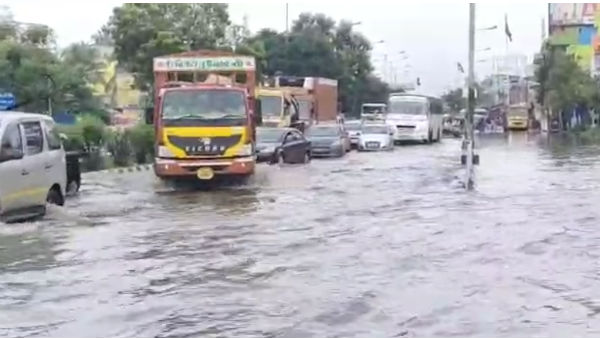 Rain water on both sides of the Chennai-Trichy highway leads traffic jam