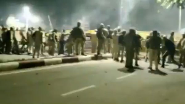 Citizenship Amendment: Police did lathi charge on Aligarh Students in UP