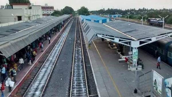 Court staff came to confiscate the Karur railway station