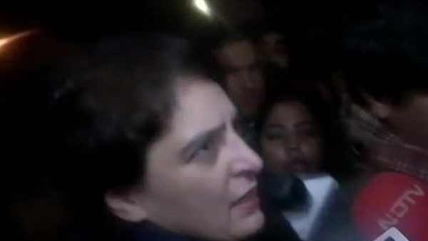 Priyanka Gandhi joins protesters at India gate