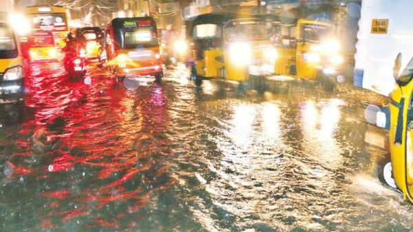 Heavy rain lashes Chengalpattu district, flood warning issued for 10 village