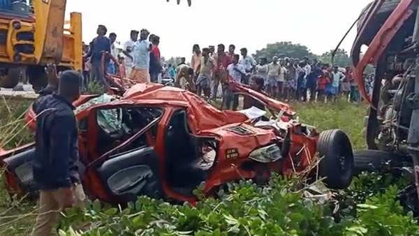 4 killed in Ulundurpet as Car hits Private bus