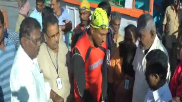 kerala youth swimming record in kanyakumari sea
