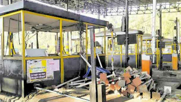 paranur toll gate issue: rs 18 lakhs missing complaint