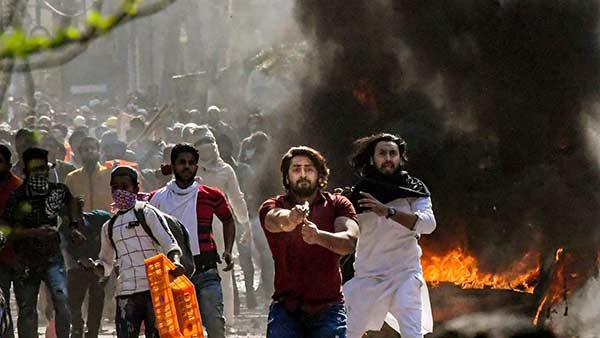 டெல்லியில் சி.ஏ.ஏ.  எதிர்ப்பு- ஆதரவாளர்கள் மோதலில் பலி எண்ணிக்கை 7 ஆக அதிகரிப்பு- 160 பேர் படுகாயம்