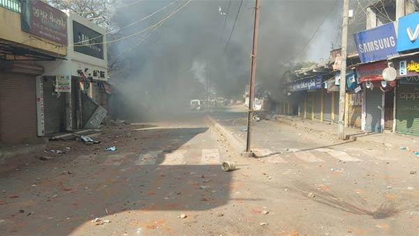குஜராத்: கம்பத் பகுதியில் மீண்டும் இரு சமூகங்களிடையே மோதல்- 13 பேர்  படுகாயம்