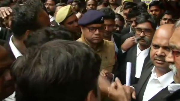 Bomb explosion at Lucknow court, several lawyers injured- 3 live bombs recovered