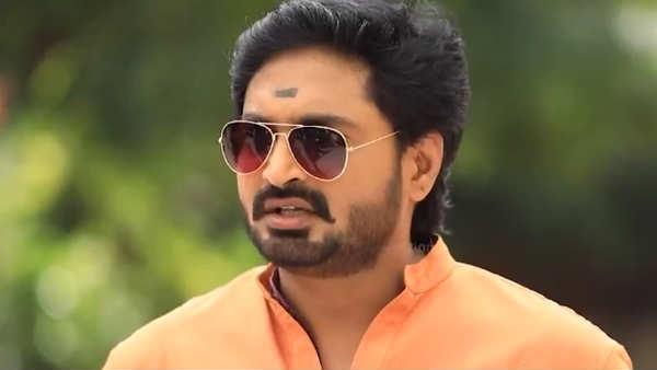 naam iruvar namakku iruvar serial: ஜிங்குச்சா கலரில் 2 கலர் வேஷ்டி... துவைக்க மாட்டானோ?
