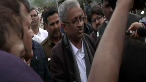 டெல்லி ஷாகீன் பாக் போராட்ட களத்தில் உச்சநீதிமன்றத்தின் 2 மத்தியஸ்தர்கள் பேச்சுவார்த்தை