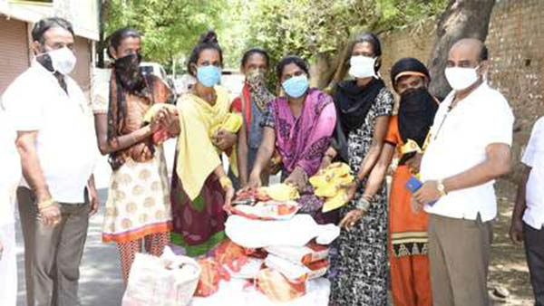 Coronavirus: NGOs distribute Rice to migrant workers in Trichy, Dindigul