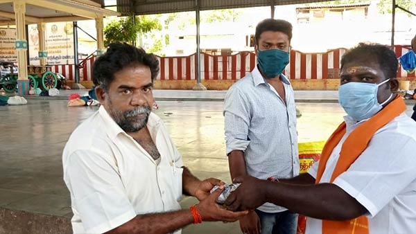 Coronavirus: Few trusts are helping people in Theni during the lockdown