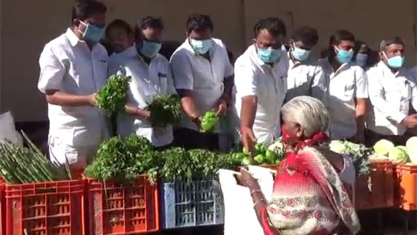 Balakrishna Reddy and AIADMK cadres distribute vegetables in Hosur