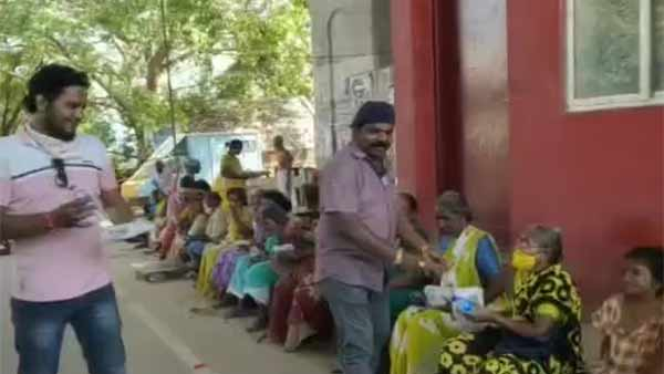 Imman annachi making Briyani and distribute to the poor