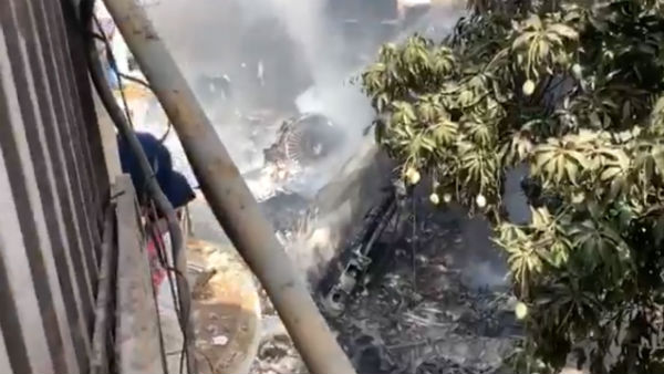 PIA's Lahore-Karachi flight crashed on a residential area near Karachi airport- video
