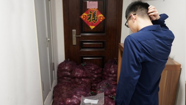 lovers day: girl takes revenge and sends tonne of onion to her ex boyfriend