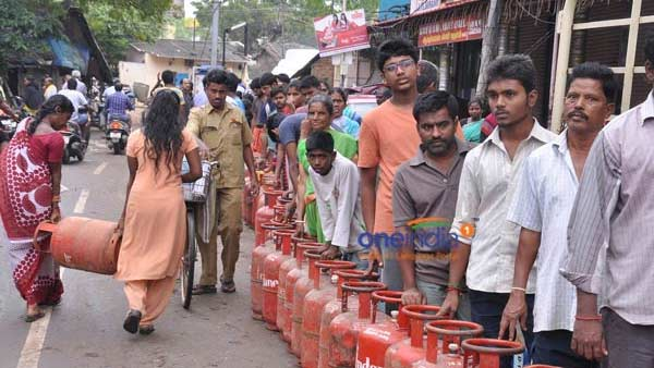 LPG Cylinder Prices Cut Steeply In May: Check Latest Rate Here