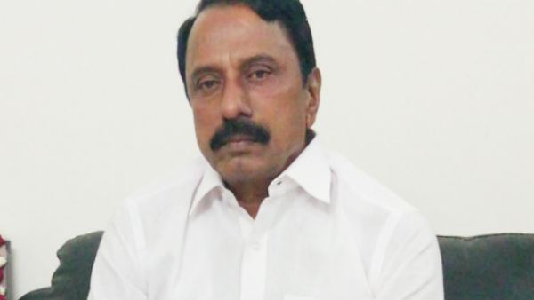 Suddenly weeped school education minister Sengottaiyan