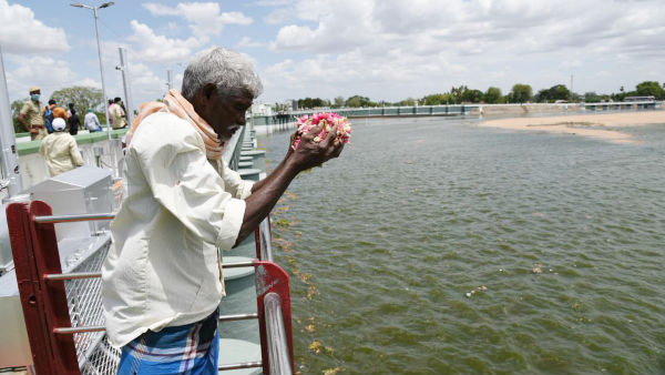 Cauvery enter Kadaimadai Thalaignayiru farmers welcome river Cauvery enter Kadaimadai Thalaignayiru farmers welcome river